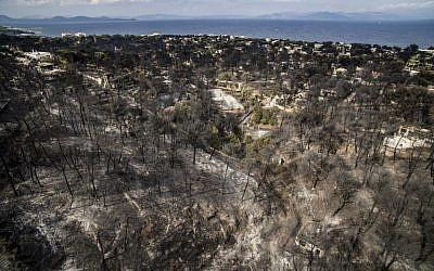 Une photo aérienne montre les dégâts causés par un incendie à proximité du village de  Mati, près d'Athènes, le 24 juillet 2018 (Crédit :  AFP PHOTO / Savas KARMANIOLAS)
