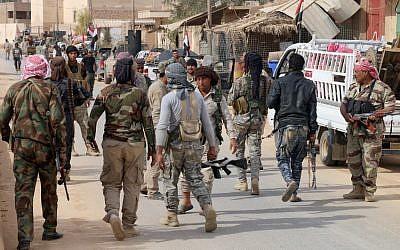 Des forces irakiennes pro-gouvernementales à Rawa, le 18 novembre 2018, après que les troupes ont repris la vallée de l'Euphrate du groupe Etat islamique. 'Crédit : AFP/Suleiman al-ANBARI)