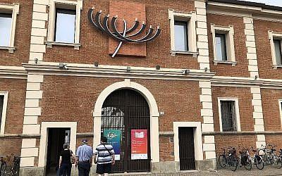 L'entrée du Musée du judaïsme italien et de la Shoah, ou MEIS. (Rossella Tercatin/ Times of Israel)