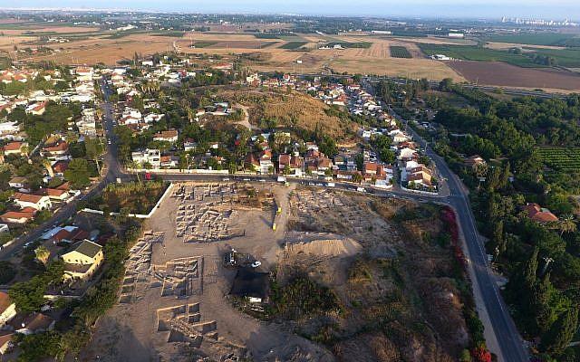 Les fouilles entreprises à Gedera, juillet 2018 (Crédit :  Yoli Schwartz, Autorité des antiquités israéliennes)