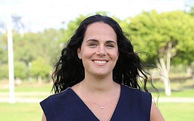 Liora Levy, numéro3 sur la liste de Yoni Chetboun, pour les élections municipales à Netanya. (Crédit : Yoni Chetboun/Facebook)