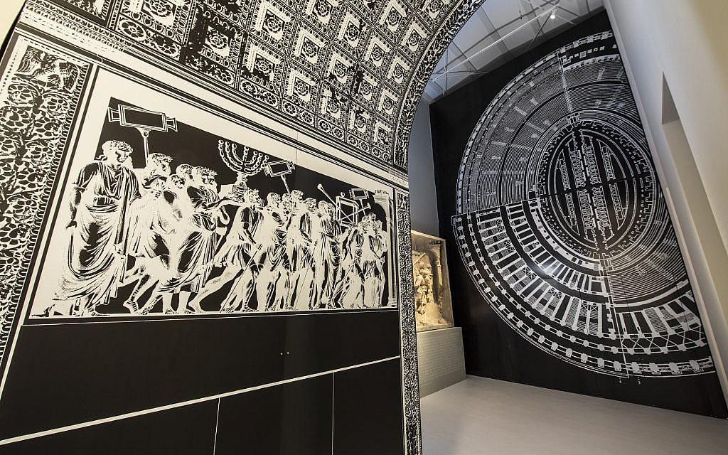 Le passage par l'Arc de Titus et le Colisée, au MEIS (Musée du judaïsme italien et de la Shoah). (Marco Caselli Nirmal/ Avec l'aimable autorisation du MEIS)