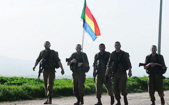 Des soldats druzes de l'armée israélienne du bataillon 299 avec le drapeau druze (Autorisation/IDF Flickr)