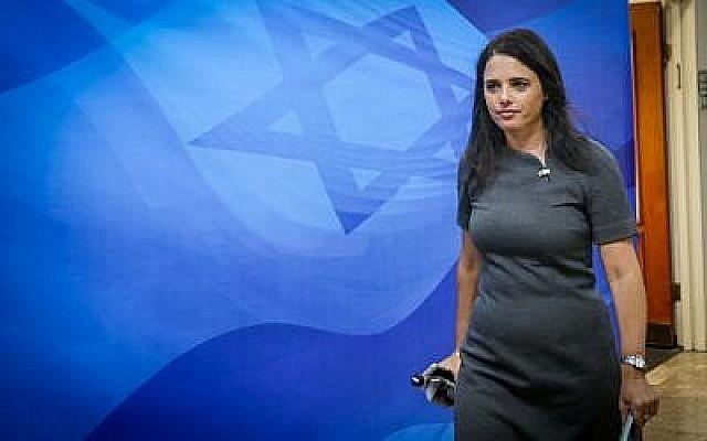 La ministre de la Justice, Ayelet Shaked, arrive pour la réunion hebdomadaire du cabinet du Premier ministre à Jérusalem, le 3 septembre 2017. (Marc Israel Sellem)