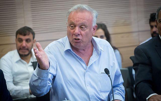 Eitan Broshi, député du Parti travailliste de la faction de l'Union sioniste, lors d'une réunion de la Commission des finances à la Knesset, 30 avril 2018. (Miriam Alster/Flash90)