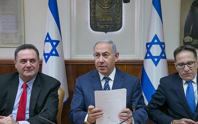 Le Premier ministre Benjamin Netanyahu lors de la réunion hebdomadaire du cabinet du Premier ministre à Jérusalem le 1er juillet 2018. (Ohad Zwigenberg/Pool)