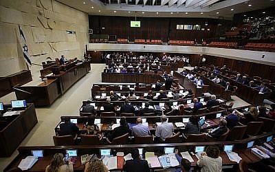 Une séance plénière dans la salle de réunion de la Knesset, le 2 juillet 2018 (Flash90)