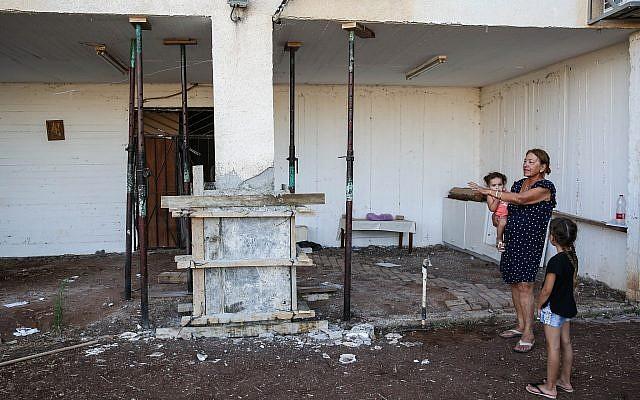 Aperçu des dégâts causés aux maisons dans le nord d'Israël, après les tremblements de terre qui ont secoué la région, le 9 juillet 2018. (David Cohen/Flash90)