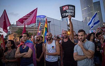 Des manifestants protestent contre un amendement au projet de loi de la Knesset interdisant le recours aux mères porteuses pour les couples de même sexe, Tel Aviv, 14 juillet 2018 (Miriam Alster/Flash90).