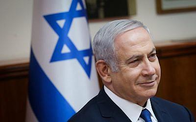 Le Premier ministre Benjamin Netanyahu dirige la réunion hebdomadaire du gouvernement au cabinet du Premier ministre à Jérusalem, le 15 juillet 2018 (Alex Kolomoisky/POOL/YEDIOTH AHRONOTH).