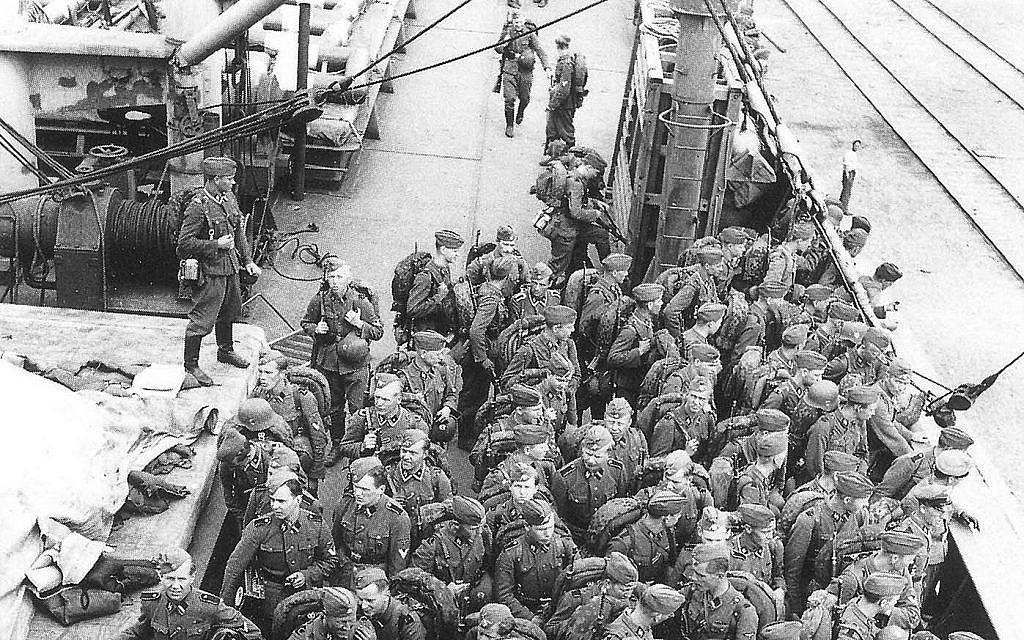 Les hommes des unités Waffen SS finlandaises retournent chez eux, en 1943 (Crédit : Wikimedia/Creative Commons)