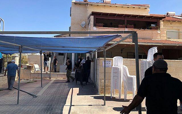 La maison de Yaakov Ovadia, dont le neveu Yotam a été tué dans un attentat terroriste dans l'implantation d'Adam, en Cisjordanie, le 26 juillet 2018 (Crédit : Jacob Magid)