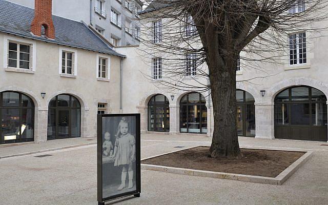 Le Cercil, mémorial des enfants du Vel' d'Hiv d'Orléans (Crédit: Wikimedia Commons/Croquant)