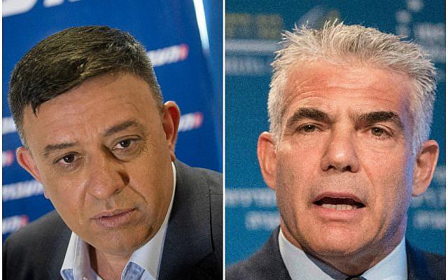 A gauche, Avi Gabbay, à une conférence à Tel Aviv le 11 juillet  2017 ; à droite Yair Lapid  à une conférence à Herzliya, le 22 juin 2017. (Crédit : Miriam Alster/Flash90 ; Jack Guez/AFP/Getty Images via JTA)