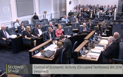 Le Sénat irlandais débat d'une loi interdisant le commerce de bien provenant de colonies, le 11 juillet 2018 (Crédit : capture d'écran oireachtas.ie)