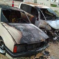 Des voitures palestiniennes incendiées lors d'un crime de haine apparent dans la ville d'Urif, dans le nord de la Cisjordanie, le 13 juillet 2018 (Autorisation)