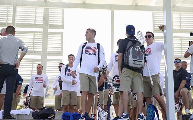 L'équipe des Etats-Unis à son arrivée en Israël pour le tournoi international de hockey (Autorisation : The Israel Project)