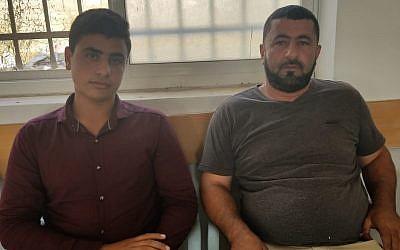 Yahya et Khaled Yousef, des membres de la famille de Mohammed Yousef, qui a poignardé trois Israéliens, tuant l'un d'eux. Photo prise dans le village de Kobar, en Cisjordanie, le 29 juillet 2018 (Crédit : Adam Rasgon/Times of Israel)