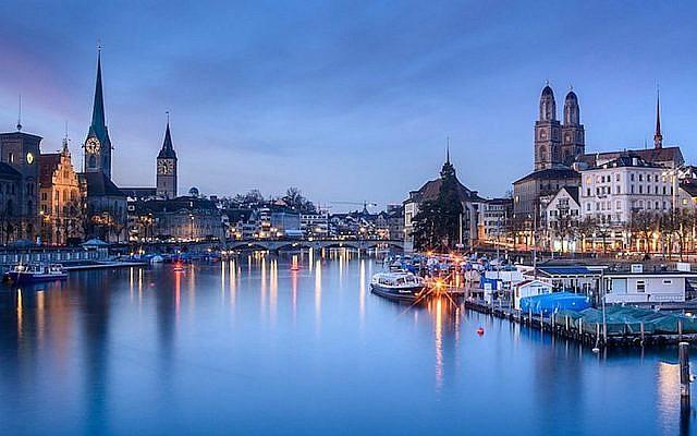 Le fleuve Limmat à Zurich, en Suisse, au mois de janvier 2017. (Crédit :  Kuhnmi/Flickr via JTA)