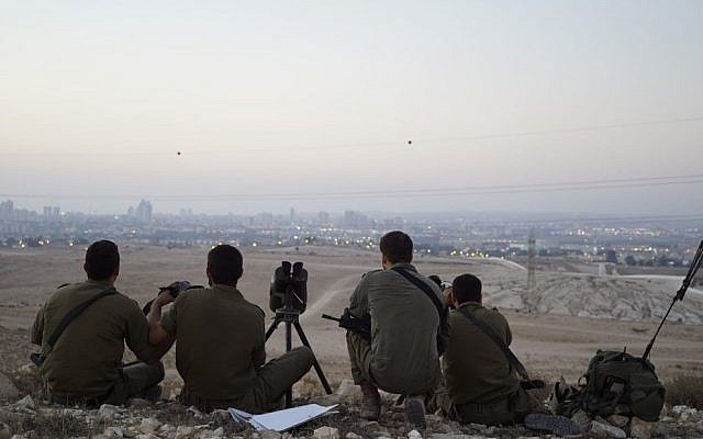 Les soldats israéliens lors d'un exercice simulant une guerre dans la bande de Gaza, au mois de juillet 2018 (Crédit : Armée israélienne)