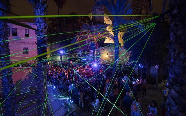 Des rayons laser dans le quartier juif au Festival des lumières de Jérusalem (Avec l'aimable autorisation de David Saad).