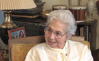 Ruth Goldschmiedova Sax. (Crédit : capture d'écran YouTube)