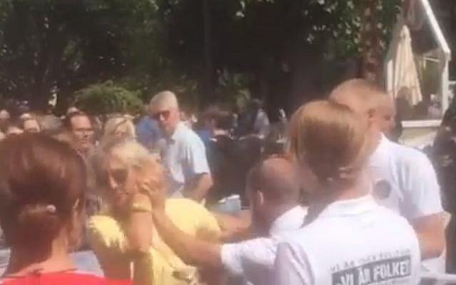 Des membres du Groupe de résistance nordique néonazi attaquent des militants pro-israéliens à Gotland, en Suède, en juillet 2018. (Capture d'écran : Expressen)
