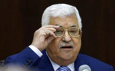 Le président de l'Autorité palestinienne Mahmoud Abbas préside une rencontre du comité exécutif de l'OLP (Organisation de libération de la Palestine) au siège de l'Autorité palestinienne dans la ville de Ramallah, en Cisjordanie, le 28 juillet 2018. (Crédit : ABBAS MOMANI/AFP)
