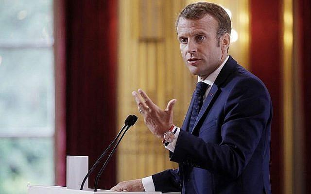 Le président français Emmanuel Macron à  l'Élysée, le 27 août 2018. (Crédit : AFP/Pool/Philippe Wojazer)