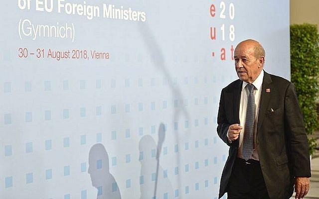 Le ministre des Affaires étrangères Jean-Yves le Drian arrive à une réunion informelle des chefs de la diplomatie européenne à Vienne, le 30 août 2018. (Crédit : AFP Photo/APA/Herbet Neubauer)