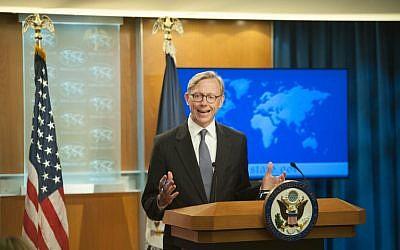 WASHINGTON, DC - Le directeur de la planification politique américain Brian Hook répond aux questions des journalistes durant l'annonce de la création du Groupe d'action pour l'Iran au département d'Etat, le 16 août 2018 à Washington (Crédit : Rod Lamkey/Getty Images/AFP)