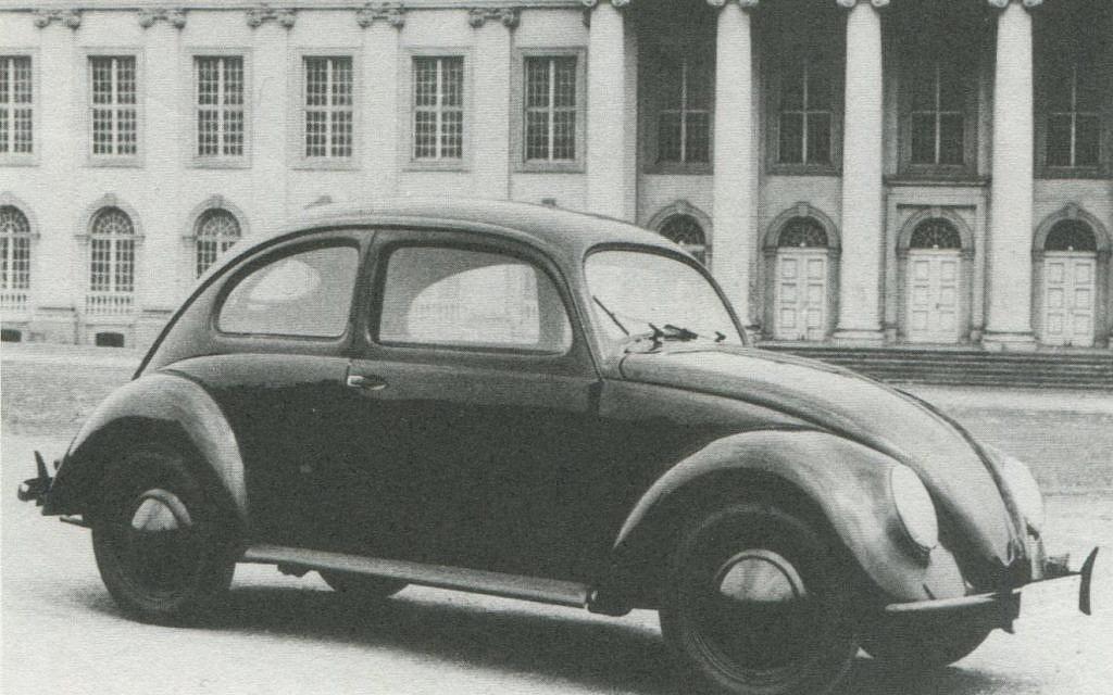 """La coccinelle Volkswagen s'appelait à l'origine KdF Wagen lorsqu'elle a été dévoilée en 1938, en référence à la devise de la jeunesse hitlérienne """"Kraft durch Freude"""" ou """"La force par la joie"""". (Avec l'aimable autorisation de Rex Bennett, Lane Motor Museum)"""