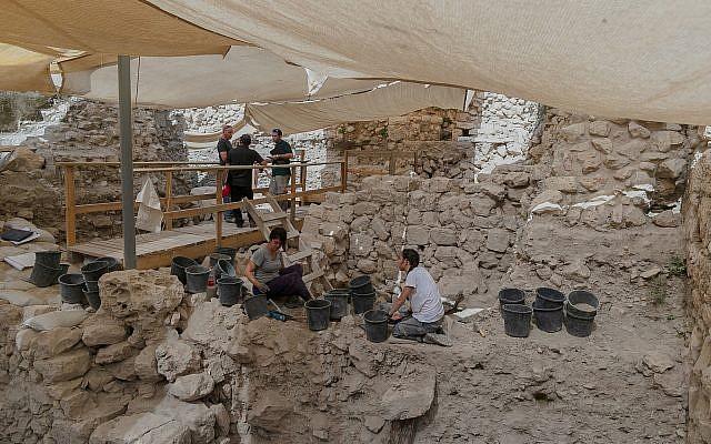 Les fouilles archéologiques dans le parking Givati dans la ville de David. (Eliyahu Yannai, ville de David)