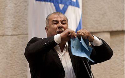 Mohammad Barakeh s'exprime devant la Knesset, le 24 juin 2018 (Crédit : Flash90/File)