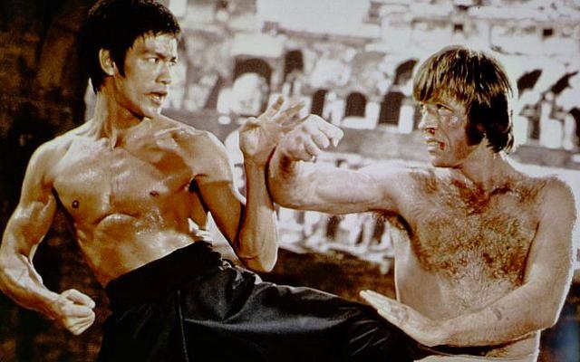 """Bruce Lee et Chuck Norris dans """"La Fureur du dragon"""" (Crédit : Matthew Polly)"""