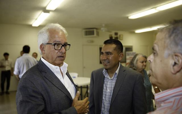 Le candidat au poste de gouverneur de Californie, John Cox, à gauche, affrontera Gavin Newsom, démocrate et lieutenant-gouverneur, en novembre 2018. (Wikimedia Commons via JTA)