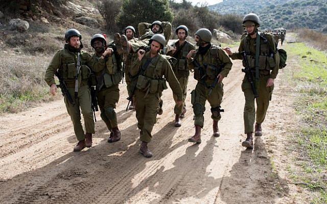 Des réservistes lors d'un exercice militaire sur la base aérienne de Baf Lachish , dans le sud d'Israël, le 22 décembre 2016 (Crédit : Maor Kinsbursky/Flash90)