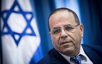 Le ministre des Communications Ayoub Kara lors d'une conférence de presse à Jérusalem, le 6 août 2017 (Crédit : Yonatan Sindel/Flash90)