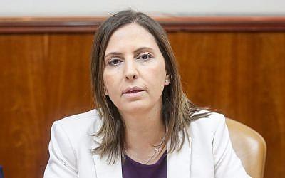 La ministre de l'Egalité sociale Gila Gamliel lors d'une réunion hebdomadaire des cabinets au bureau du Premier ministre à Jérusalem, le 25 mars 2018 (Crédit : Marc Israel Sellem/POOL)