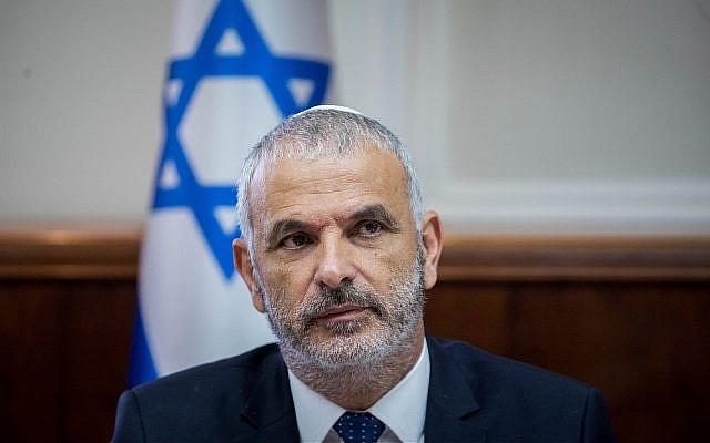 Le ministre des Finances Moshe Kahlon lors d'une réunion hebdomadaire du cabinet au bureau du Premier ministre à Jérusalem, le 10 juillet 2018. (Crédit : Yonatan Sindel/Flash90)