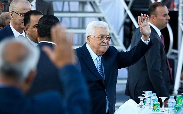 Le président de l'Autorité palestinienne Mahmoud Abbas à un mariage, en Cisjordanie, le 18 août 2018. (Crédit : Flash90)
