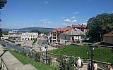 Vue sur Chernivtsi, où était situé un ghetto avant la Seconde guerre mondiale. (Crédit : Yaakov Schwartz/ Times of Israel)