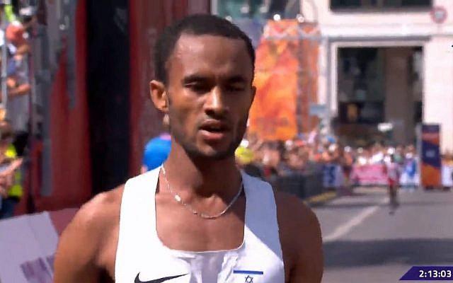 Le coureur israélien Marhu Teferi a battu le record national à l'épreuve du marathon pendant les championnats d'Europe à Berlin. Crédit : capture d'écran Sport 5)