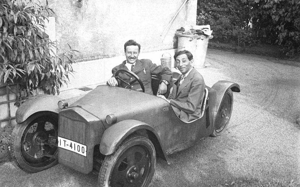 Josef Ganz, (à gauche), avec son Maikafer - ou May Bug - prototype pour le constructeur automobile Adler en 1932, avec son contemporain français Paul Jaray. (Avec l'aimable autorisation de Paul Schilperoord)