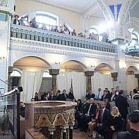 Benjamin Netanyahu à la synagogue chorale de Vilnius, le 26 août 2018. (Crédit : Amos Ben-Gershom/GPO)