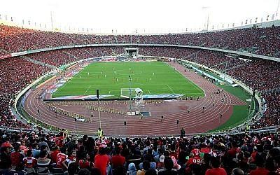 Le stade Azadi de Téhéran. (Crédit :  CC BY 4.0 via Wikimedia)