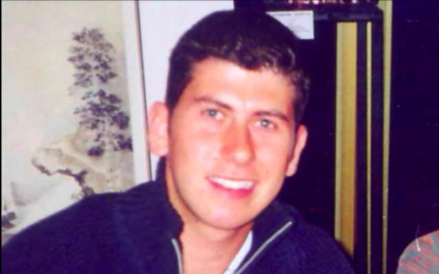 Photo non datée de l'étudiant écossais Yoni Jesner, tué lors d'un attentat terroriste à Tel-Aviv en 2002. (capture d'écran: YouTube)