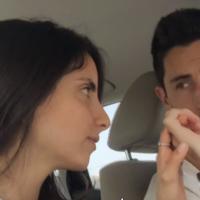 Roni Cohen, à gauche, a été diagnostiquée d'une leucémie et cherche un donneur de moelle osseuse. Avec son fiancé, Bar Amnon, ils ont lancé un appel sur la chaîne Hadashot le 12 août 2019. (Crédit : capture d'écran Hadashot)