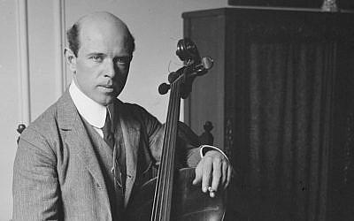 Le violoncelliste Pau Casals en 1917 au Carnegie Hall, à New York (Crédit: domaine public)