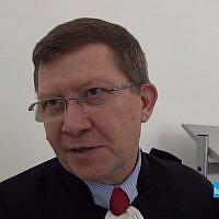 Me Denis Dreyfus, avocat grenoblois (Crédit: capture d'écran Dailymotion/Le Messager)
